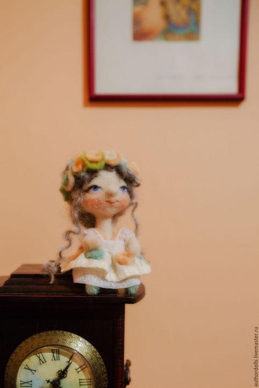Коллекционные куклы ручной работы. Ярмарка Мастеров - ручная работа. Купить Валяная кукла.. Handmade. Кремовый, кукла из шерсти