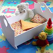 Куклы и игрушки ручной работы. Ярмарка Мастеров - ручная работа Кроватка для куклы, стульчик для кормления. Мебель для детской. Handmade.