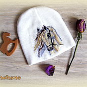 """Аксессуары ручной работы. Ярмарка Мастеров - ручная работа Шапка с лошадью. Шапка с валяным рисунком """"Белый конь"""". Handmade."""