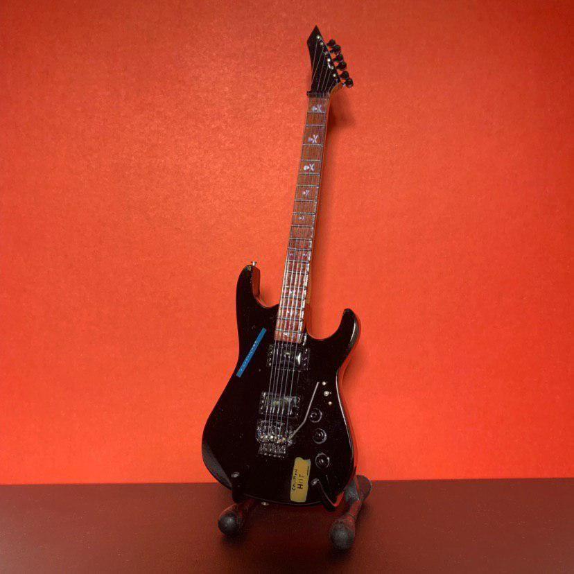 Сувенирная мини гитара Metallica, Инструменты, Москва, Фото №1