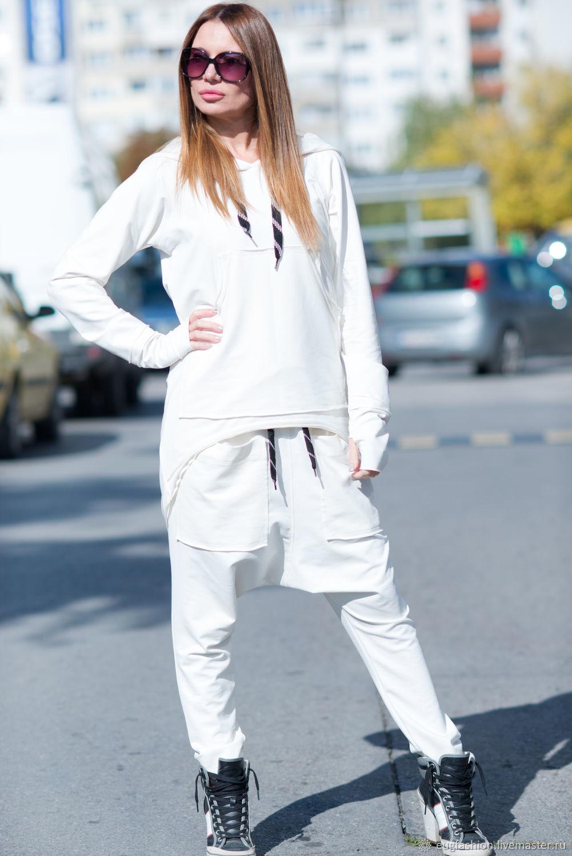 белый спортивный костюм фото