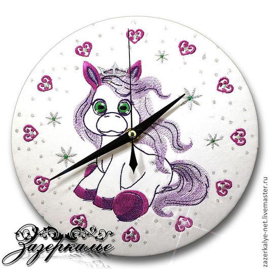 """Часы для дома ручной работы. Ярмарка Мастеров - ручная работа. Купить Детские часы с вышивкой """"Маленькая Пони"""". Handmade."""