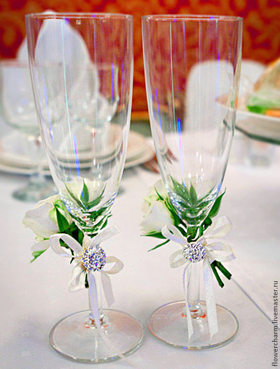 фото декор свадебных бокалов
