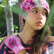 """Аксессуары ручной работы. Ярмарка Мастеров - ручная работа женская розовая вязаная шапочка с ручной вышивкой """" Черничный пай"""". Handmade."""