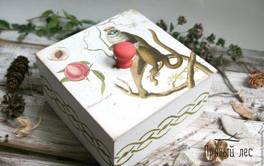 Короб банка для сыпучих продуктов с обезьянкой Стильная баночка для кухни выполнена в технике декупаж. Баночка из экологичного материала - дерева, в нейтральной  цветовой гамме.