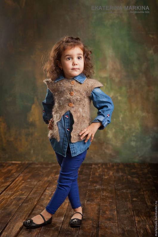 """Одежда для девочек, ручной работы. Ярмарка Мастеров - ручная работа. Купить Войлочный жилет для девочки """"Модняшка"""".. Handmade. Коричневый"""