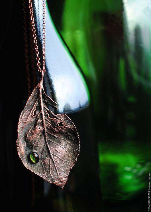 """Кулоны, подвески ручной работы. Ярмарка Мастеров - ручная работа. Купить Подвеска""""Лист с зеленой каплей"""". Handmade. Коричневый, листья, листик"""
