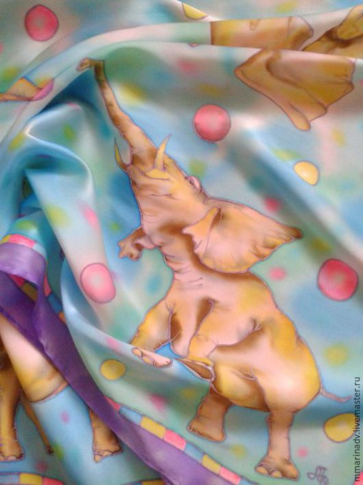 Платок батик `Счастливые слоники`, шёлк, 70-70 см.. Авторский батик Марины Маховской. Платки и шарфики ручной работы.