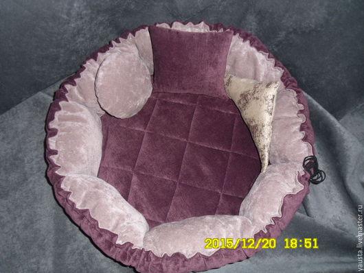 Одежда для кошек, ручной работы. Ярмарка Мастеров - ручная работа. Купить Лежак-трансформер для животных из мебельной ткани. Handmade. Фиолетовый
