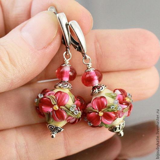 Серьги Лэмпорк ручной работы в технике лэмпворк lampwork (лэмпворк) рубиновые цветы  Швензы мельхиор