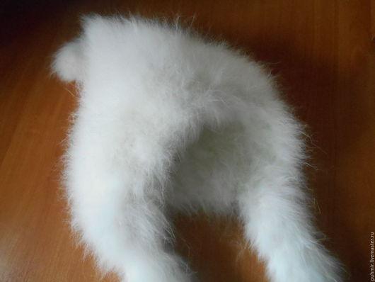 Шапка связанная из кроличьего пуха.Расцветка: кипельно белая .Толстая ,зимняя ,очень теплая,натуральная ,приятная на ощупь .Шапка для зимы .В самый лютый мороз гарантия 200% В наборе с шапкой варежк