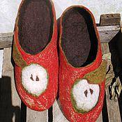 """Обувь ручной работы. Ярмарка Мастеров - ручная работа Тапки """"Яблоки на снегу"""". Handmade."""