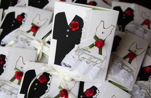 """Свадебные аксессуары ручной работы. Ярмарка Мастеров - ручная работа. Купить Приглашение """"Жених и Невеста"""" - алые розы. Handmade. свадьба"""