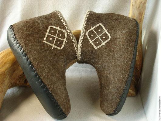 Обувь ручной работы. Ярмарка Мастеров - ручная работа. Купить Чуни валяные Славянские. Handmade. Коричневый, валенки для дома
