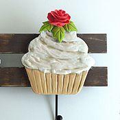"""Для дома и интерьера ручной работы. Ярмарка Мастеров - ручная работа Вешалка роспись """"Пирожные"""" розы,кремовый,пироженки. Handmade."""