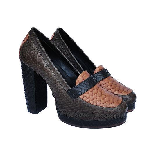 Туфли из питона. Дизайнерские женские туфли из кожи питона ручной работы. Модные женские туфли на платформе. Женская обувь из питона на заказ. Женские демисезонные туфли из кожи питона на каблуках.