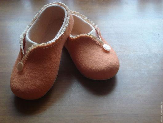 """Обувь ручной работы. Ярмарка Мастеров - ручная работа. Купить Домашние тапочки """"Северная Аврора"""". Handmade. Бежевый, тапочки валяные"""