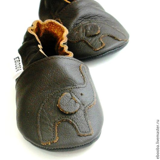 Кожаные чешки тапочки пинетки слоник на тёмно-коричневом ebooba