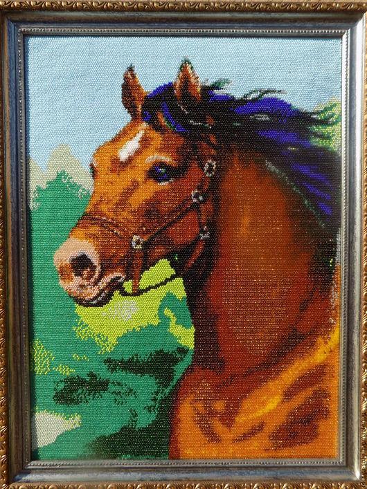 Олеся Соловьёва. Лошадь вышита чешским бисером на канве.