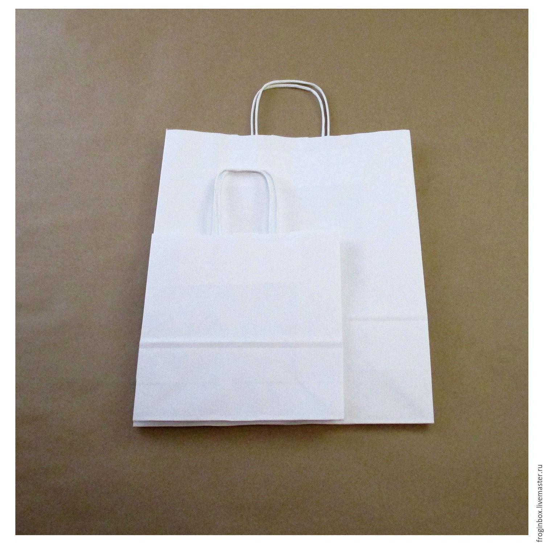 белые упаковочные пакеты с ручками
