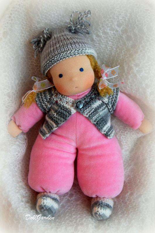 Вальдорфская игрушка ручной работы. Ярмарка Мастеров - ручная работа. Купить Ника, вальдорфская кукла в пришивном комбинезоне. Handmade. Розовый
