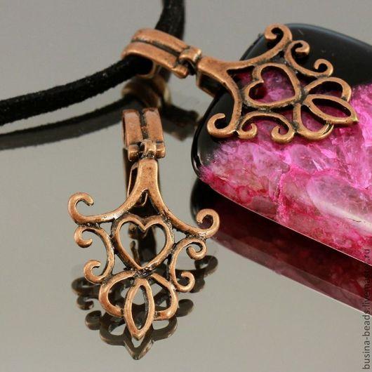 Держатель для кулонов | бейлы | зажимного типа ажурный с растительным орнаментом и сердечком из латуни и покрытием античная медь