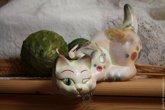 """Статуэтки ручной работы. Ярмарка Мастеров - ручная работа. Купить Кошка """"Пуговка"""" (керамика). Handmade. Кошка, рукоделие, акрил"""