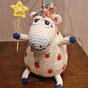 Куклы и игрушки ручной работы. Ярмарка Мастеров - ручная работа Вязаная игрушка «Единорог в яблоках» (+открытка). Handmade.