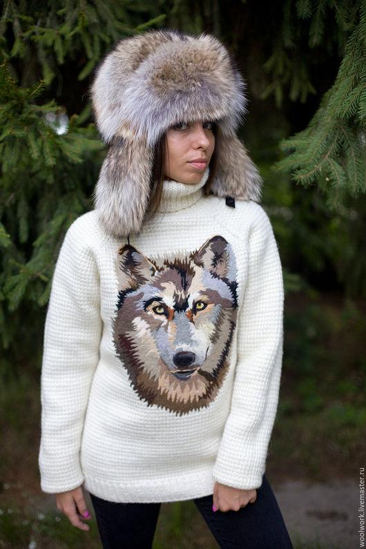 Белый вязаный свитер с рисунком волка шерстяной свитер ручной работы свитер с волком подарок для женщины  из натуральной шерсти  для отдыха на природе красиво воротник – гольф  для девушки WW