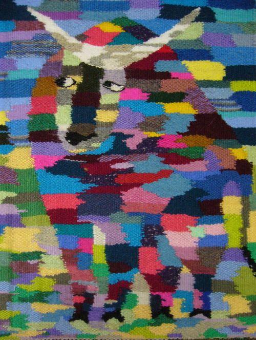 """Цветовая гамма передает изменчивое настроение """"людей-тельцов"""""""