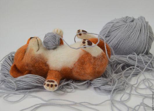 """Игрушки животные, ручной работы. Ярмарка Мастеров - ручная работа. Купить Интерьерная игрушка из шерсти:""""Спящий котик"""".. Handmade. Спящий кот"""