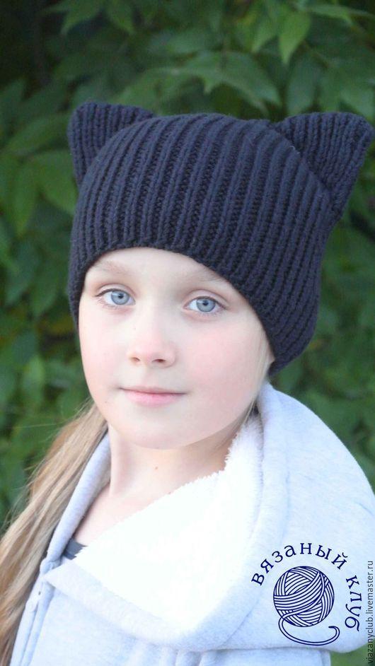 Маленькая, плотная, теплая шапочка подойдет и девочкам, и девушкам и их молодым мамам.  Свяжу на заказ в любом цвете.