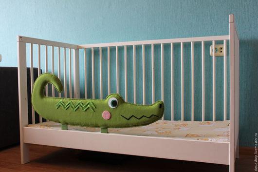 Детская ручной работы. Ярмарка Мастеров - ручная работа. Купить Защитный бортик Крокодил на кроватку. Handmade. Зеленый, интерьер детской