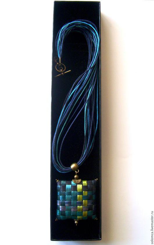 Кулоны, подвески ручной работы. Ярмарка Мастеров - ручная работа. Купить Кулон квадратный плетенный из соломки. Handmade. Тёмно-синий