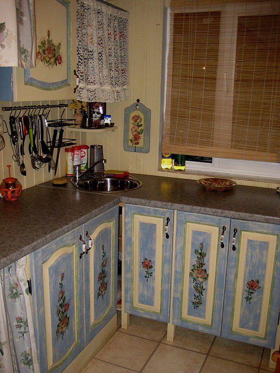 как декорировать старую кухню своими руками фото еловых лап, которым