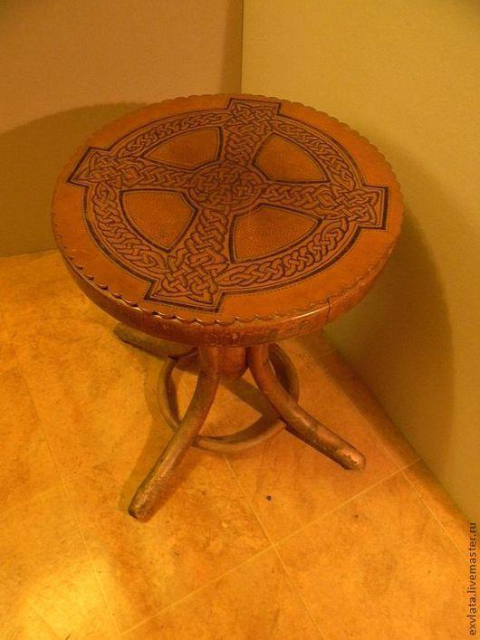 """Мебель ручной работы. Ярмарка Мастеров - ручная работа. Купить Табурет рояльный """"Кельтский мотив"""" реставрация. Handmade. Коричневый"""
