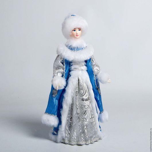 Кукла снегурочка есть в наличие.