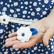 Украшения ручной работы. Ярмарка Мастеров - ручная работа Резинка для волос с вязаным цветком. Handmade.