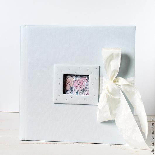 Альбом для фотографий `Классика` Фотоальбом можно использовать в качестве книги для пожеланий, листы подходят для записей, а позднее в него можно будет вклеить фотографии с торжества.