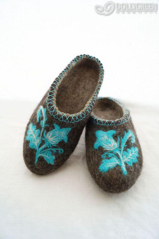 """Обувь ручной работы. Ярмарка Мастеров - ручная работа. Купить Валяные тапочки """"Голубой цветок"""". Handmade. Темно-серый"""