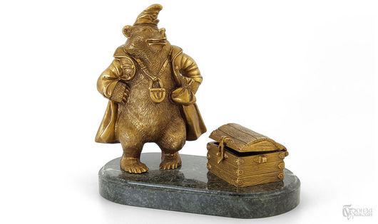 Статуэтки ручной работы. Ярмарка Мастеров - ручная работа. Купить Медведь с сундуком. Handmade. Медведь, скульптурная миниатюра, бронза, змеевик