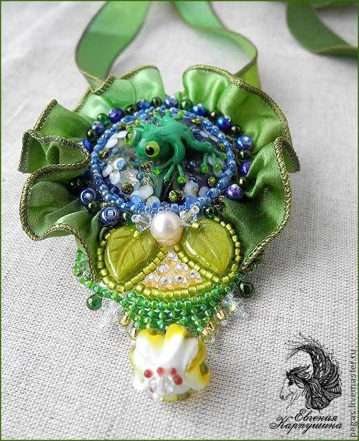"""Кулоны, подвески ручной работы. Ярмарка Мастеров - ручная работа. Купить Кулон """"Жизнь на листе лотоса"""". Handmade. Зеленый, брошь"""