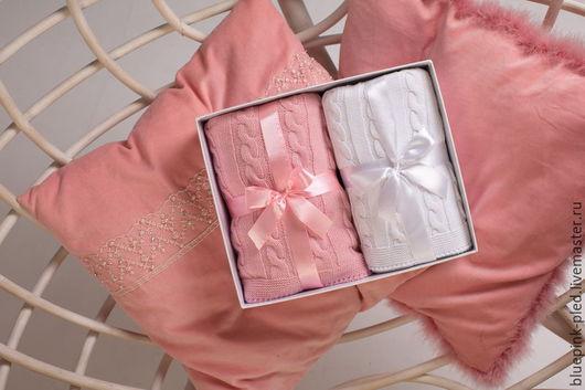 Плед розовый и белый