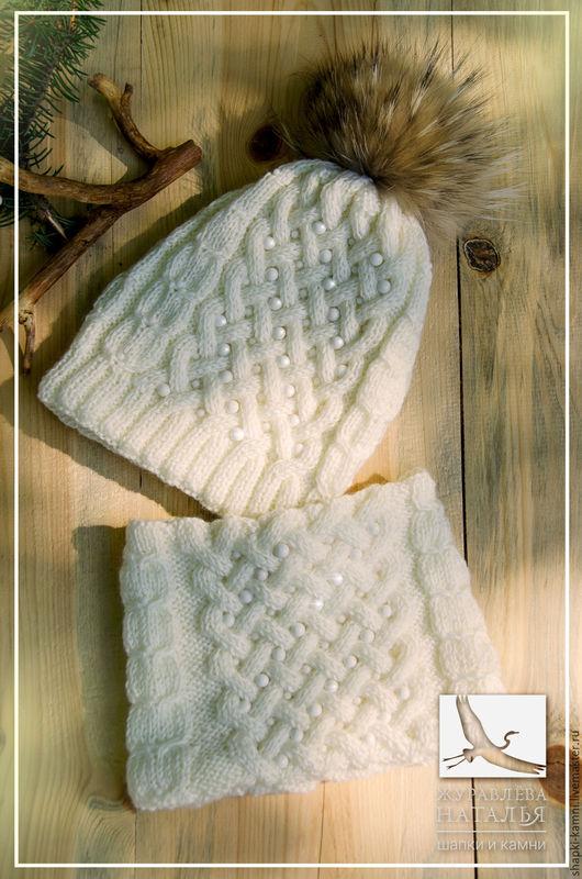 Комплект вязаный спицами, шапка и шарф, расшитый натуральными камнями.