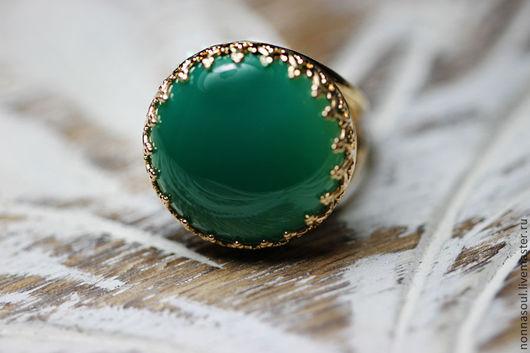 Кольца ручной работы. Ярмарка Мастеров - ручная работа. Купить Позолоченное круглое кольцо с зеленым агатом. Handmade. Зеленый