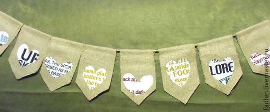 Праздничная гирлянда из льняных флажков с сердечками позволит быстро оформить интерьер и создать праздничную атмосферу.
