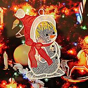 """Для дома и интерьера ручной работы. Ярмарка Мастеров - ручная работа Вышитое кружевное украшение  для окон """"Снеговичок"""". Handmade."""