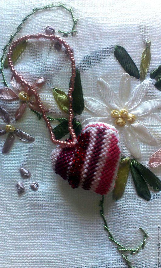 Подвески ручной работы. Ярмарка Мастеров - ручная работа. Купить Сердечко вышитое, подарок влюбленным, подвеска, текстильное украшение. Handmade.