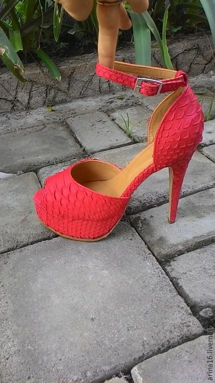 Обувь ручной работы. Ярмарка Мастеров - ручная работа. Купить босоножки алые. Handmade. Ярко-красный, босоножки