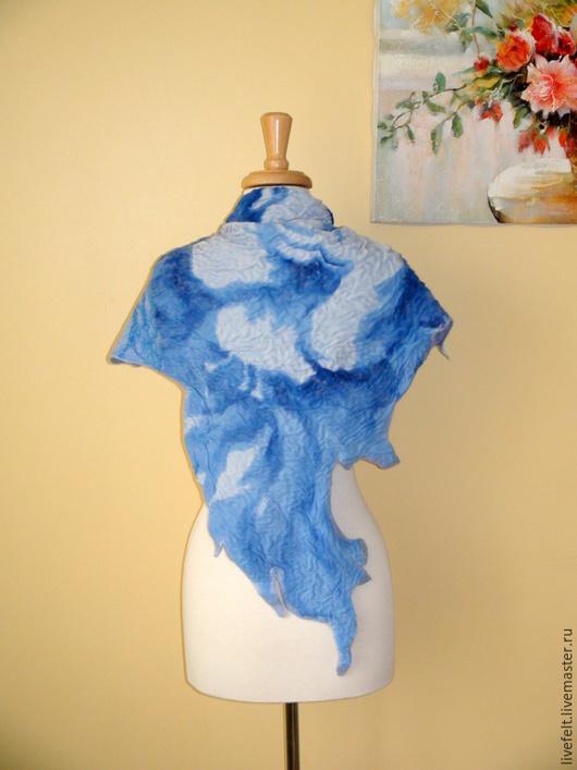 """Шали, палантины ручной работы. Ярмарка Мастеров - ручная работа. Купить Валяный бактус """"Синий""""  голубой синий шаль. Handmade."""